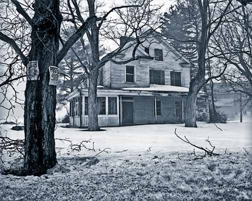 Abandoned-House-in-Snow