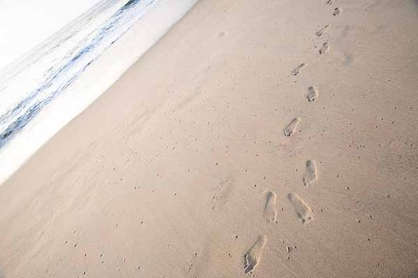 Foot-prints-in-sand